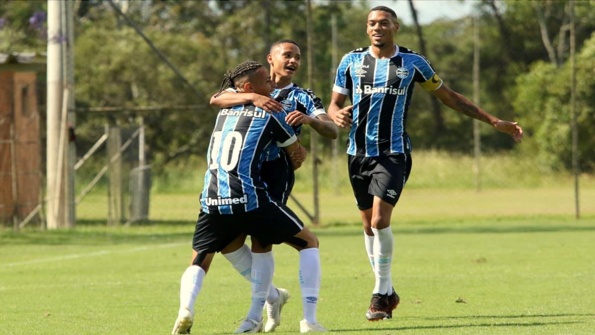Patrick, Guilherme Azevedo e Ruan, pelo grupo de transição do Grêmio