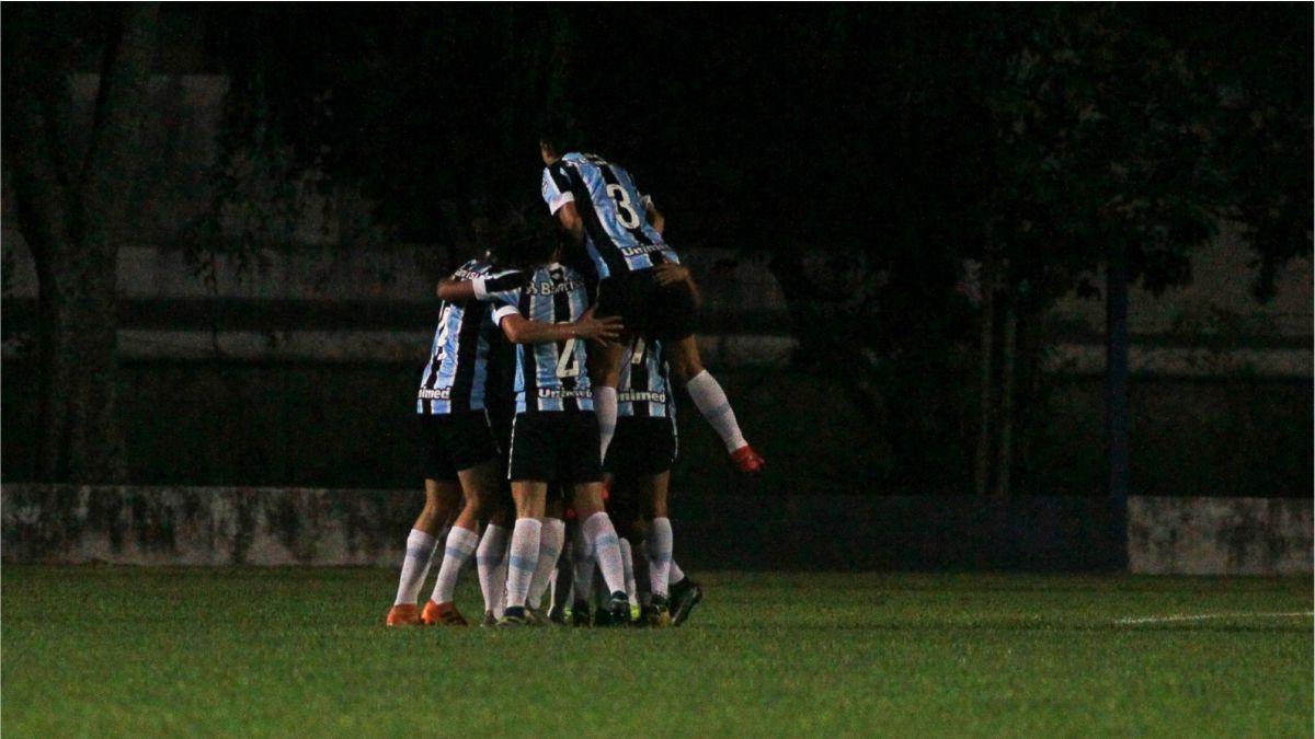 Gurias Gremistas comemoram gol no Brasileirão